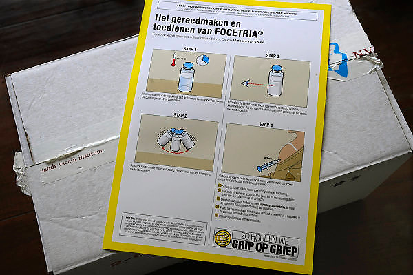 Nederland, Nijmegen, 6-11-2009Gebruiksaanwijzing instructiekaart, voor de huisarts van het mecicaanse griep vaccin focetria van novartis.Foto: Flip Franssen