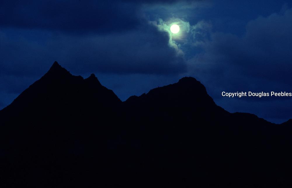 Moonrise, Mt. Olomana, Kailua, Oahu, hawaii<br />