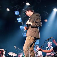 Nederland,Utrecht ,17 januari 2008..Optreden van de Nederlandse band C-Mon en kypski in concertzaal Tivoli..Op de voorgrond gastmuzikant Tjeerd van de Indierockband Voicst.