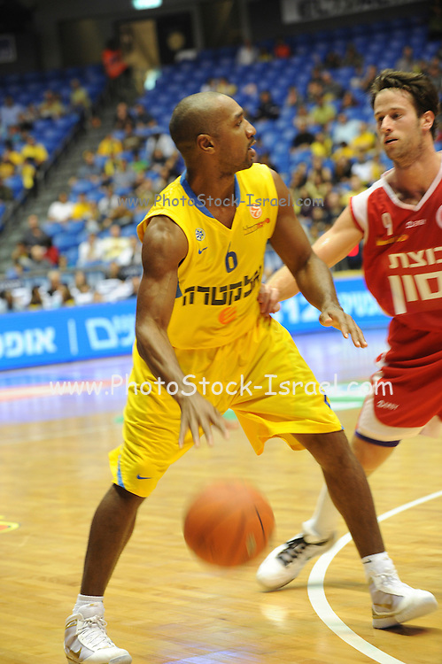 Israel, Tel Aviv, Yad Eliyahi stadium, Derrick Sharp (born October 5, 1971) is an American-Israeli professional basketball player. Currently plays for Maccabi Tel-Aviv basketball club