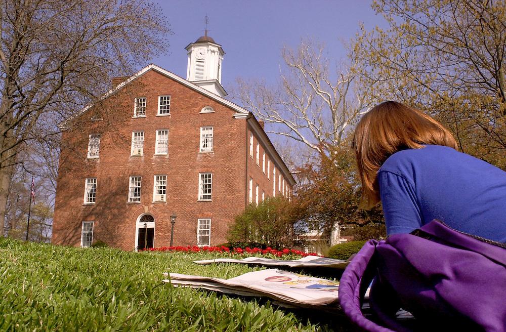 16398Spring Campus Shots   ..Robyn Hauser reads on Scripps Lawn