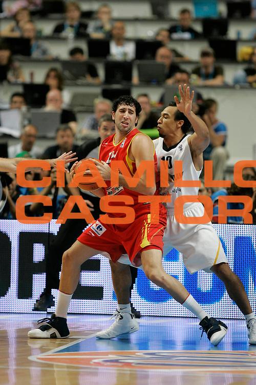 DESCRIZIONE : Madrid Spagna Spain Eurobasket Men 2007 Quarter Final Quarti di Finale Spagna Germania Spain Germany <br /> GIOCATORE : Alex Mumbru<br /> SQUADRA : Spain Spagna<br /> EVENTO : Eurobasket Men 2007 Campionati Europei Uomini 2007 <br /> GARA :  Spagna Germania Spain Germany <br /> DATA : 13/09/2007 <br /> CATEGORIA : Palleggio<br /> SPORT : Pallacanestro <br /> AUTORE : Ciamillo&amp;Castoria/M.Kulbis<br /> Galleria : Eurobasket Men 2007 <br /> Fotonotizia : Madrid Spagna Spain Eurobasket Men 2007 Quarter Final Quarti di Finale  Spagna Germania Spain Germany<br /> Predefinita :