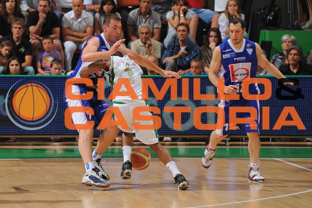 DESCRIZIONE : Siena Lega A 2010-11 Finale Play off Gara 5 Montepaschi Siena Bennet Cantu<br /> GIOCATORE : Bo Mc Calebb<br /> CATEGORIA : fallo<br /> SQUADRA : Montepaschi Siena <br /> EVENTO : Campionato Lega A 2010-2011<br /> GARA : Montepaschi Siena Bennet Cantu<br /> DATA : 19/06/2011<br /> SPORT : Pallacanestro<br /> AUTORE : Agenzia Ciamillo-Castoria/GiulioCiamillo<br /> Galleria : Lega Basket A 2010-2011<br /> Fotonotizia : Siena Lega A 2010-11 Finale Play off Gara 5 Montepaschi Siena Bennet Cantu<br /> Predefinita :