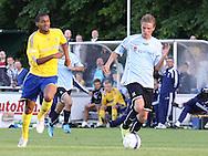 FODBOLD: Dennis Borup (Helsingør) jagtes af Mikkel Bischoff (Brøndby) under opvisningskampen mellem Elite 3000 Helsingør og Brøndby IF den 16. juni 2010 på Helsingør Stadion. Foto: Claus Birch