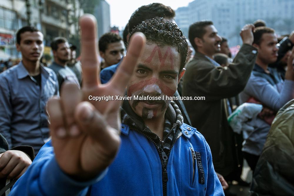 Fin novembre 2011, des dizaines de milliers d'Egyptiens se sont rassembles place Tahrir pour demander la demission du marechal Tantawi et du Conseil supreme des forces armees. Des affrontements avec la police ont fait de nombreux morts dans la rue Mohammed Mahmoud, renommee rue des Martyrs par les manifestants.<br /> <br /> At the end of November 2011, tens of thousands of Egyptians gathered in Tahrir Square to demand the resignation of the Marshal Tantawi and the Supreme Council of the Armed Forces. Clashes with police killed dozens of civilians in Muhammad Mahmud Street, which has been renamed Martyrs Street by protesters.