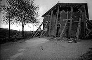 Terremoto in Umbria .Nocera Umbra  (PG)    13 Marzo 1998.La chiesa di Santo Stefano, danneggiata in Frazione Parrano.Earthquake in Umbria.Nocera Umbra (PG) March 13, 1998.The church of Santo Stefano, damaged fraction Parrano