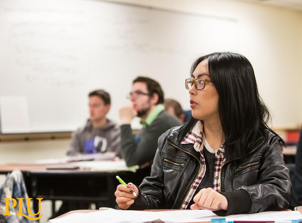 Brett Underwood's physics class in Rieke room 212 at PLU, Thursday, Nov. 17, 2016. (Photo: John Froschauer/PLU)