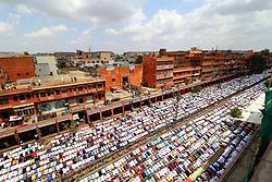 June 23, 2017 - Jaipur, Rajasthan, India - Indian Muslims offer prayer 'Namaz' during Jumat-ul-Vida, or the last Friday of the holy fasting month of Ramadan,at Johari Bazar in Jaipur, Rajasthan, India June 23, 2017. (Credit Image: © Vishal Bhatnagar/NurPhoto via ZUMA Press)