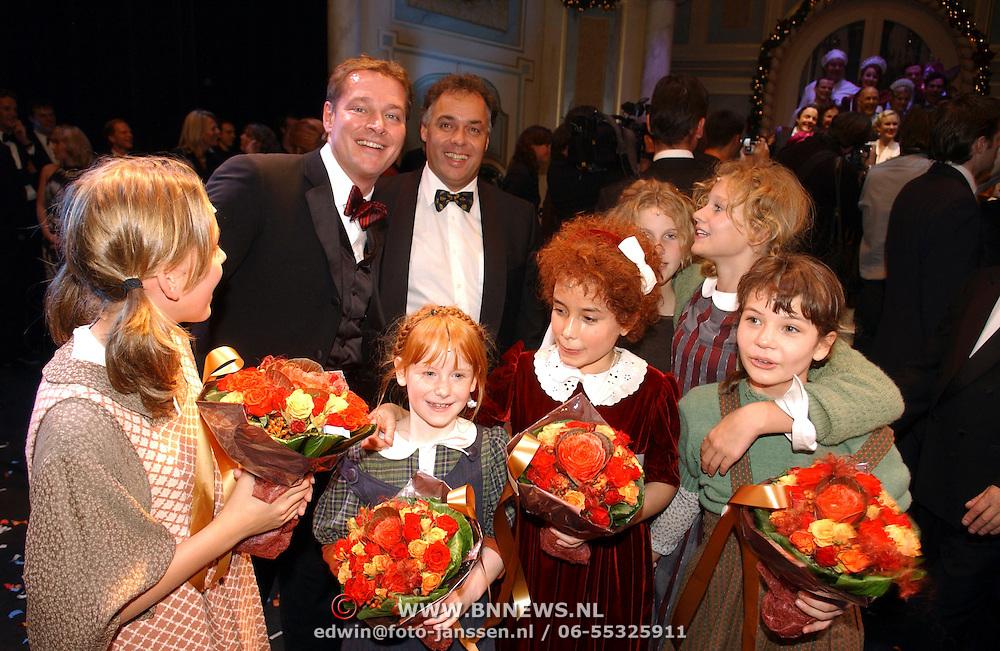 NLD/Tilburg/20051023 - Premiere musical Annie, Albert Verlinde, Aad ouborg en kinderen