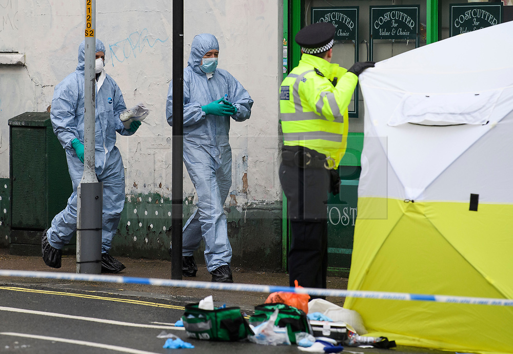 © Licensed to London News Pictures. 10/02/2019. London, UK. Police forensics at the scene on Lordship Lane in East Dulwich, south London where a man, believed to be in his 30's, was stabbed to death in the early hours of this morning. Photo credit: Ben Cawthra/LNP