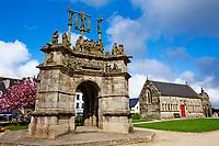France, Finistère (29), Pleyben, le calvaire, l'enclos paroissial // France, Briitany, Finistere, Pleyben church