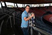 24.04.2014; Zuerich; Fussball Super League - Portrait  David Da Costa; Portrait  David Da Costa mit dem Schweizer Cup in der Suedkurve (Valeriano Di Domenico/freshfocus)