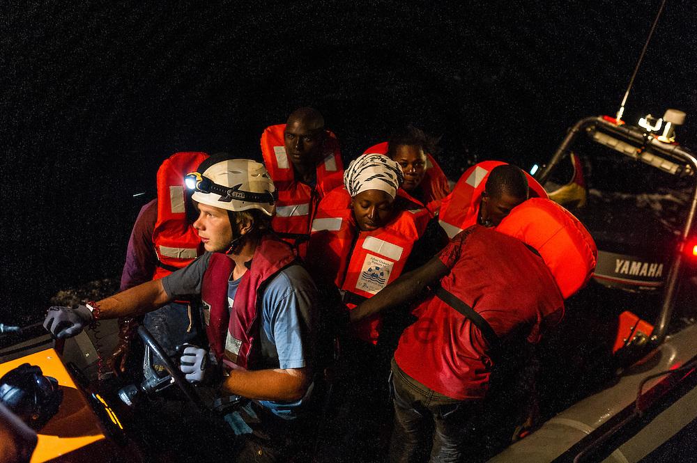 Fluechtlinge sitzen am 22.09.2016 in einem RIB (Schlauchboot) von Sea-Watch in internationalen Gewaessern vor der libyschen Kueste. Die 119 aus Seenot geretteten Fluechtlinge werden an das Schiff &quot;Dignity&quot; der Organisation &Auml;rzte ohne Grenzen uebergeben die sie nach Italien bringen. Foto: Markus Heine / heineimaging<br /> <br /> ------------------------------<br /> <br /> Veroeffentlichung nur mit Fotografennennung, sowie gegen Honorar und Belegexemplar.<br /> <br /> Publication only with photographers nomination and against payment and specimen copy.<br /> <br /> Bankverbindung:<br /> IBAN: DE65660908000004437497<br /> BIC CODE: GENODE61BBB<br /> Badische Beamten Bank Karlsruhe<br /> <br /> USt-IdNr: DE291853306<br /> <br /> Please note:<br /> All rights reserved! Don't publish without copyright!<br /> <br /> Stand: 09.2016<br /> <br /> ------------------------------