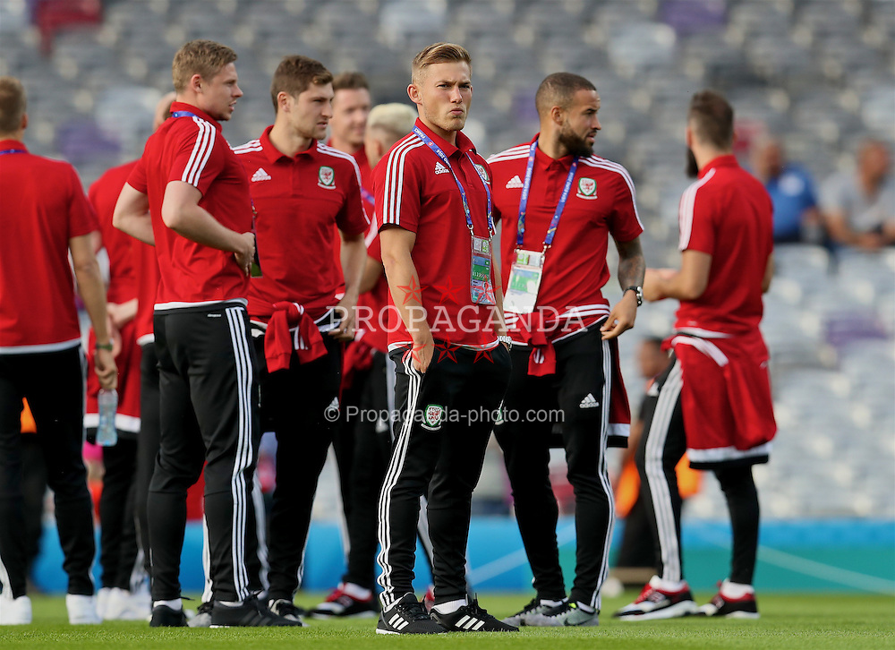 TOULOUSE, FRANCE - Monday, June 20, 2016: Wales' Simon Church, George Williams and Ashley 'Jazz' Richards inspect the pitch before the final Group B UEFA Euro 2016 Championship match against Russia at Stadium de Toulouse. (Pic by David Rawcliffe/Propaganda)