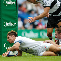 Piers Francis of England scores his teams second try