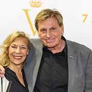 NLD/Katwijk/20171030 - 7 jaar Soldaat van Oranje - De Musical, Henny Huisman met partner Lia van Guijk