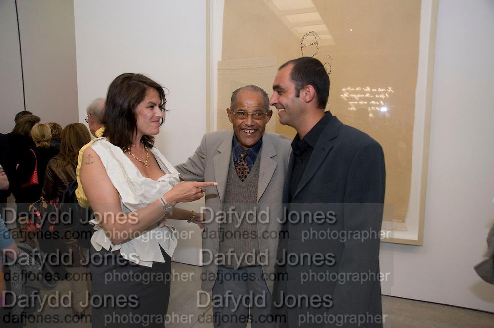 TRACEY EMIN; INVAR EMIN; DENNIS EMIN, Tracey Emin opening. White Cube. Mason's Yard. London. 28 May 2009.