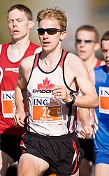 Ottawa, Ontario ---25/05/08--- Matthew  McInnes runs during the ING Ottawa Marathon, May 26, 2008..GEOFF ROBINS /