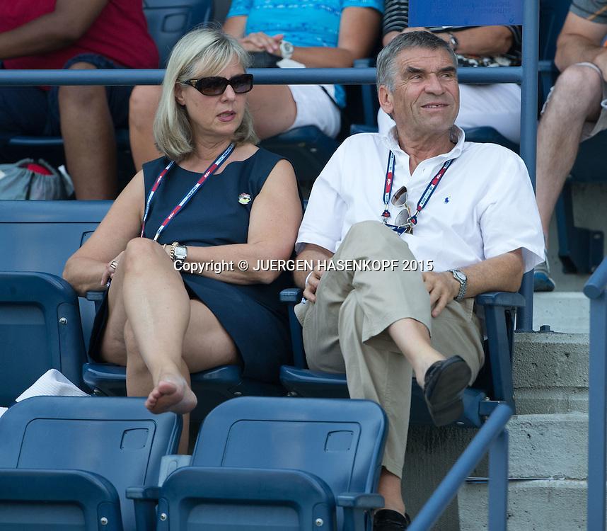 Ulrich Klaus, DTP Praesident sitzt auf der Tribuene, Zuschauer,<br /> <br /> Tennis - US Open 2015 - Grand Slam ITF / ATP / WTA -  Flushing Meadows - New York - New York - USA  - 1 September 2015.