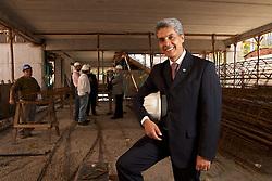 O reitor da Universidade Federal do Rio Grande do Sul (UFRGS), Carlos Alexandre Netto, inspeciona as obras de ampliação e expansão. A UFRGS tem vários prédios de salas de aula em construção. FOTO: Jefferson Bernardes/Preview.com