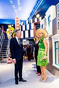 Koningin Maxima woont in het Wereldmuseum de opening bij van de tentoonstelling Superstraat. In de fictieve Superstraat wonen en werken tien Rotterdammers, die in de stad zijn geboren, getogen, er naartoe zijn verhuisd of gevlucht. Zij staan symbool voor de vele culturen en nationaliteiten die Rotterdam rijk is.<br /> <br /> Queen Maxima attends the opening of the Superstraat exhibition in the Wereldmuseum. Ten Rotterdammers live and work in the fictional Superstraat, who were born, raised in the city, moved to or fled to it. They symbolize the many cultures and nationalities that Rotterdam has to offer.