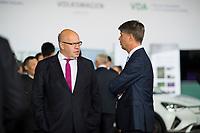 DEU, Deutschland, Germany, Berlin, 10.07.2018: Bundeswirtschaftsminister Peter Altmaier (CDU) und BMW-Chef Harald Krüger während einer Präsentation zum autonomen Fahren im Flughafen Tempelhof.
