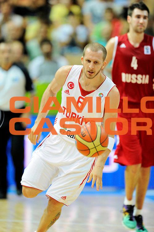 DESCRIZIONE : Capodistria Koper Slovenia Eurobasket Men 2013 Preliminary Round Turchia Russia Turkey Russia<br /> GIOCATORE : Sinan Guler <br /> CATEGORIA : contropiede palleggio<br /> SQUADRA : Turchia<br /> EVENTO : Eurobasket Men 2013<br /> GARA : Turchia Russia Turkey Russia<br /> DATA : 09/09/2013 <br /> SPORT : Pallacanestro&nbsp;<br /> AUTORE : Agenzia Ciamillo-Castoria/N. Dalla Mura<br /> Galleria : Eurobasket Men 2013 <br /> Fotonotizia : Capodistria Koper Slovenia Eurobasket Men 2013 Preliminary Round Turchia Russia Turkey Russia