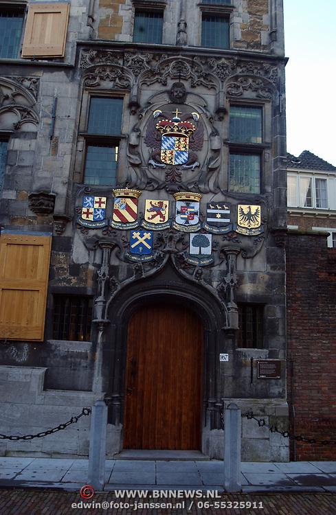 Stadswapen, borden boven deur Hoogheemraadschap Oude Delft Delft