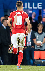 19.06.2016, Stade Pierre Mauroy, Lille, FRA, UEFA Euro, Frankreich, Schweiz vs Frankreich, Gruppe A, im Bild Granit Xhaka (SUI) mit zerrissenen Trikot // Granit Xhaka (SUI) with ripped jersey during Group A match between Switzerland and France of the UEFA EURO 2016 France at the Stade Pierre Mauroy in Lille, France on 2016/06/19. EXPA Pictures © 2016, PhotoCredit: EXPA/ JFK