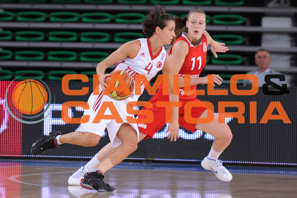 DESCRIZIONE : Bydgoszcz Poland Polonia Eurobasket Women 2011 Round 2 Turchia Repubblica Ceca Turkey Czech Republic<br /> GIOCATORE : Tugba Palazoglu<br /> SQUADRA : Turchia Turkey <br /> EVENTO : Eurobasket Women 2011 Campionati Europei Donne 2011<br /> GARA : Turchia Repubblica Ceca Turkey Czech Republic<br /> DATA : 23/06/2011 <br /> CATEGORIA : <br /> SPORT : Pallacanestro <br /> AUTORE : Agenzia Ciamillo-Castoria/M.Marchi<br /> Galleria : Eurobasket Women 2011<br /> Fotonotizia : Bydgoszcz Poland Polonia Eurobasket Women 2011 Round 2 Turchia Repubblica Ceca Turkey Czech Republic<br /> Predefinita :