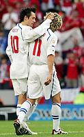 Fotball, 1. juli 2004, Tsjekkia - Hellas, EM semifinale, Euro 2004, Die Tschechen Tomas Rosicky und Pavel Nedved der verletzt ausscheidet