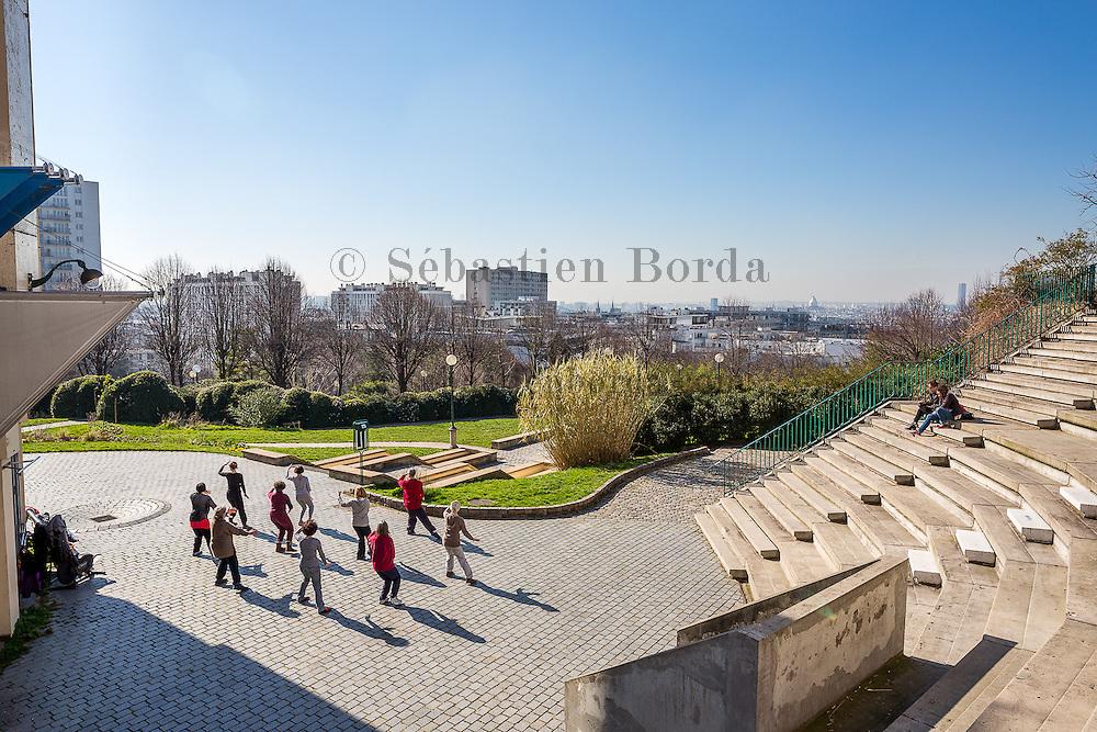 Vue sur le parc de Belleville. Paris, France //  Parc de Belleville view. Paris, France
