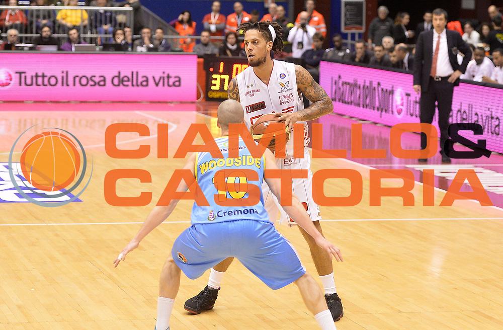 DESCRIZIONE : Milano campionato serie A 2013/14 EA7 Olimpia Milano Vanoli Cremona <br /> GIOCATORE : Daniel Hackett<br /> CATEGORIA : palleggio<br /> SQUADRA : EA7 Olimpia Milano<br /> EVENTO : Campionato serie A 2013/14<br /> GARA : EA7 Olimpia Milano Vanoli Cremona<br /> DATA : 26/12/2013<br /> SPORT : Pallacanestro <br /> AUTORE : Agenzia Ciamillo-Castoria/R. Morgano<br /> Galleria : Lega Basket A 2013-2014  <br /> Fotonotizia : Milano campionato serie A 2013/14 EA7 Olimpia Milano Vanoli Cremona<br /> Predefinita :