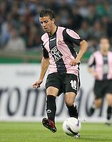 Fussball  UEFA Pokal  Halbfinale  Rueckspiel  Saison 2006/2007 Werder Bremen - Espanyol Barcelona              LUIS GARCIA (Barcelona), Einzelaktion am Ball