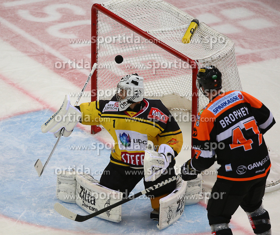 13.01.2017, Albert Schultz Halle, Wien, AUT, EBEL, UPC Vienna Capitals vs Moser Medical Graz 99ers, 43. Runde, im Bild Jean Philippe Lamoureux (UPC Vienna Capitals) und Evan Brophey (Moser Medical Graz 99ers) // during the Erste Bank Icehockey League 43rd Round match between UPC Vienna Capitals and Moser Medical Graz 99ers at the Albert Schultz Ice Arena, Vienna, Austria on 2017/01/13. EXPA Pictures © 2017, PhotoCredit: EXPA/ Thomas Haumer
