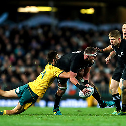 Kieran Read looks to pass to Jack Goodhue during the Bledisloe Cup and Rugby Championship rugby match between the New Zealand All Blacks and Australia Wallabies at Eden Park in Auckland, New Zealand on Saturday, 25 August 2018. Photo: Simon Watts / lintottphoto.co.nz