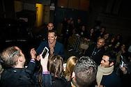 ©www.agencepeps.be - 140306 - F.Andrieu - A.Rolland - Gad Elmaleh en spectacle à Bruxelles, Gad est arrivé à son spectacle au Cirque Royal de Bruxelles en toute décontraction et disponible pour son public.