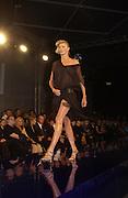 Jodie Kidd. Julian Macdonald fashion show. Science Museum. London. 20 September 2001. © Copyright Photograph by Dafydd Jones 66 Stockwell Park Rd. London SW9 0DA Tel 020 7733 0108 www.dafjones.com
