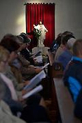Nederland,  Millingen aan de Rijn, 4-10-2015Kerkgangers tijdens een mis in de kerk van Millingen. Een christusbeeld wordt mooi door het binnenvallend zonlicht verlicht.FOTO: FLIP FRANSSEN/ HH