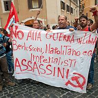 Manifestanti contro Napolitano e Berlusconi