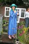 Esther Rantzen, KIM WILDE TO HOSTS RHS ÔA MAGICAL GARDEN PARTY' -HAMPTON COURT PALACE FLOWER SHOW, 2 JULY 2007. DO NOT ARCHIVE-© Copyright Photograph by Dafydd Jones. 248 Clapham Rd. London SW9 0PZ. Tel 0207 820 0771. www.dafjones.com.