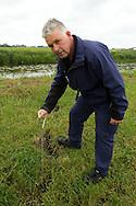 Wetterskip Fryslân inspecteert op droogtescheuren in oevers