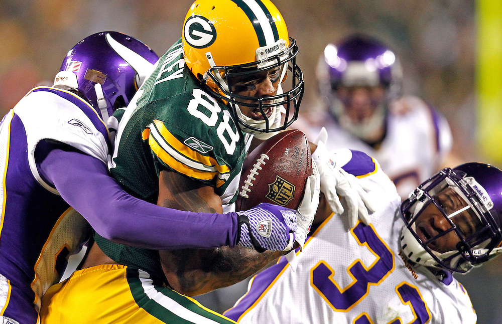 packers15, spt, lynn, 3.-Jermichael Finley makes a first down reception in the second quarter.  The Green Bay Packers and the Minnesota Vikings battle at Lambeau Field in Green Bay, WI Monday November 14, 2011.  Photo by Tom Lynn/TLYNN@JOURNALSENTINEL.COM