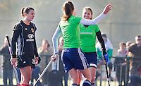ARNHEM - Hockey oefeninterland tussen de vrouwen van Nederland en Duitsland (5-0). Maartje Paumen neemt de strafcorner op het waterveld, maar weet niet te scoren. Vreugde bij Oranje  nadat Sabine Mol (r) geeft gescoord.  midden Naomi van As, links teleurgestelde Muller van Duitsland.FOTO KOEN SUYK