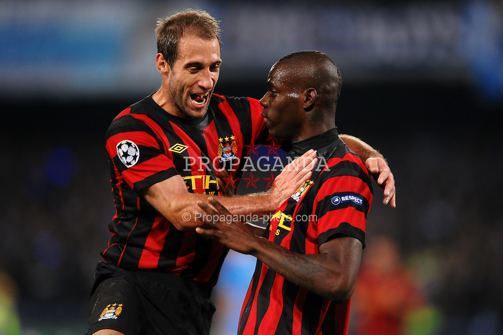 22.11.2011, Stadio San Paolo, Rom, ITA, UEFA CL, Gruppe A, SSC Neapel (ITA) vs Manchester City (ENG), im Bild Mario BALOTELLI Esultanza dopo il gol, Goal Celebration, // during the football match of UEFA Champions league, group A, between SSC Neapel (ITA) vs Manchester City (ENG) at San Paolo Stadium, rome, Italy on 22/11/2011. EXPA Pictures © 2011, PhotoCredit: EXPA/ Insidefoto/ Andrea Staccioli..***** ATTENTION - for AUT, SLO, CRO, SRB, SUI and SWE only *****