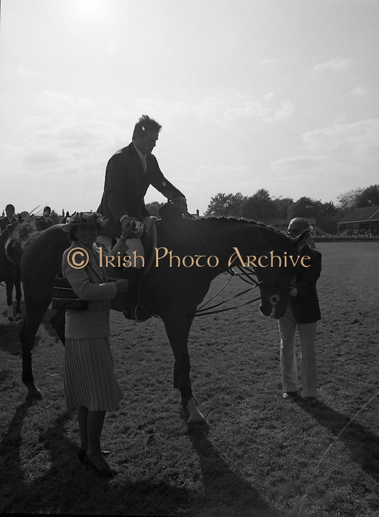 The Dublin Horse Show.1982.07.08.1982.08.07.1982.7th August 1982...The Dublin Horse Show..R.D.S., Ballsbridge, Dublin.The winners of the Aga Khan team trophy were Great Britain. The shows' leading rider was Mr Harvey Smith, Great Britain..Image shows Mr Harvey Smith accepting his award, The Guinness Gold Tankard, from Mrs Margaret Hely Hutchinson. Mrs Hely Hutchinson is the wife of Mr Mark Hely Hutchinson, M.D. Guinness,Ireland Ltd..