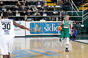 DESCRIZIONE : Avellino Lega A 2015-16 Sidigas Avellino Dolomiti Energia Trentino Trento<br /> GIOCATORE : Alex Acker<br /> CATEGORIA :  palleggio<br /> SQUADRA : Sidigas Avellino <br /> EVENTO : Campionato Lega A 2015-2016 <br /> GARA : Sidigas Avellino Dolomiti Energia Trentino Trento<br /> DATA : 01/11/2015<br /> SPORT : Pallacanestro <br /> AUTORE : Agenzia Ciamillo-Castoria/A. De Lise <br /> Galleria : Lega Basket A 2015-2016 <br /> Fotonotizia : Avellino Lega A 2015-16 Sidigas Avellino Dolomiti Energia Trentino Trento