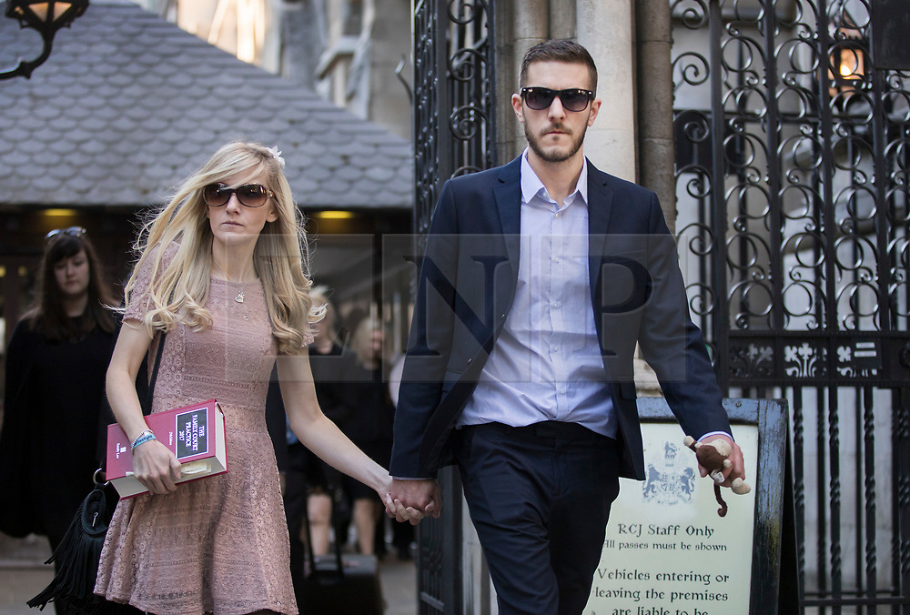 © Licensed to London News Pictures. 25/05/2017. London, UK.  CONNIE YATES AND CHRIS GARD leave The Royal Courts of Justice in London after an appeal court ruled that doctors can withdraw life-support treatment for their son, Charlie, who suffers from a rare genetic condition.   Doctors at Great Ormond Street Hospital in London say eight-month-old Charlie should be left to die in dignity, but his parents have raised over £1 million for specialist treatment in America. Photo credit: Peter Macdiarmid/LNP