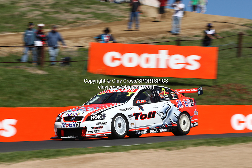Garth Tander/Mark Skaife HRT Holden during practice for the Supercheap Auto Bathurst 1000 ~ V8 Supercar Series Round 10 at Mount Panorama, Bathurst on Friday 10th October 2008. Photo © Clay Cross/PHOTOSPORT