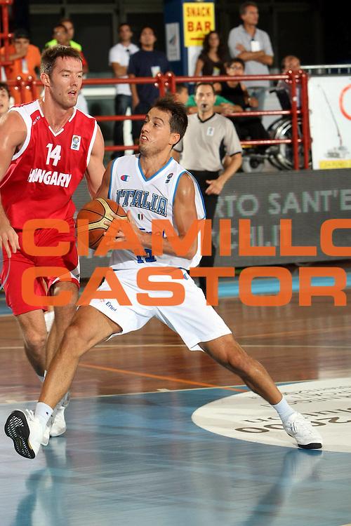 DESCRIZIONE : Porto San Giorgio Qualificazione Eurobasket 2009 Italia Ungheria<br />GIOCATORE : Massimo Bulleri<br />SQUADRA : Nazionale Italia Uomini <br />EVENTO : Raduno Collegiale Nazionale Maschile <br />GARA : Italia Ungheria Italy Hungary<br />DATA : 10/09/2008 <br />CATEGORIA : Palleggio<br />SPORT : Pallacanestro <br />AUTORE : Agenzia Ciamillo-Castoria/C.De Massis<br />Galleria : Fip Nazionali 2008 <br />Fotonotizia : Belgrado Qualificazione Eurobasket 2009<br />Italia Ungheria<br />Predefinita :